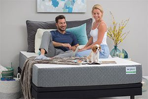 couple reviewing the ghostbed mattress
