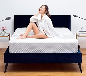 Girl reviewing the sapira mattress